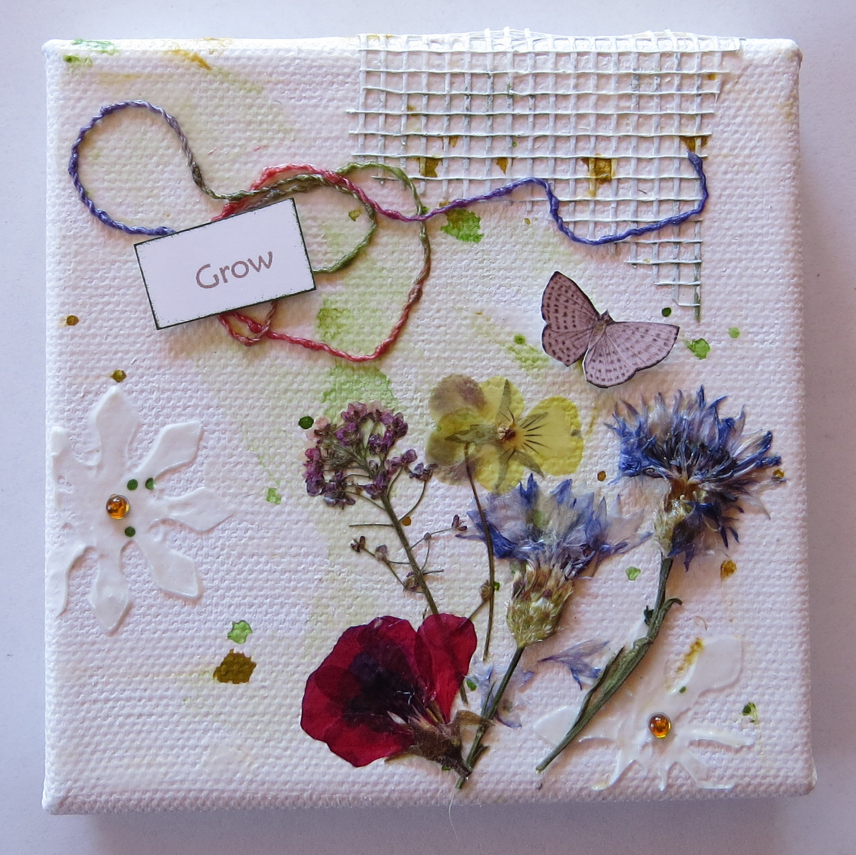 How to scrapbook flowers - Mini Canvases1