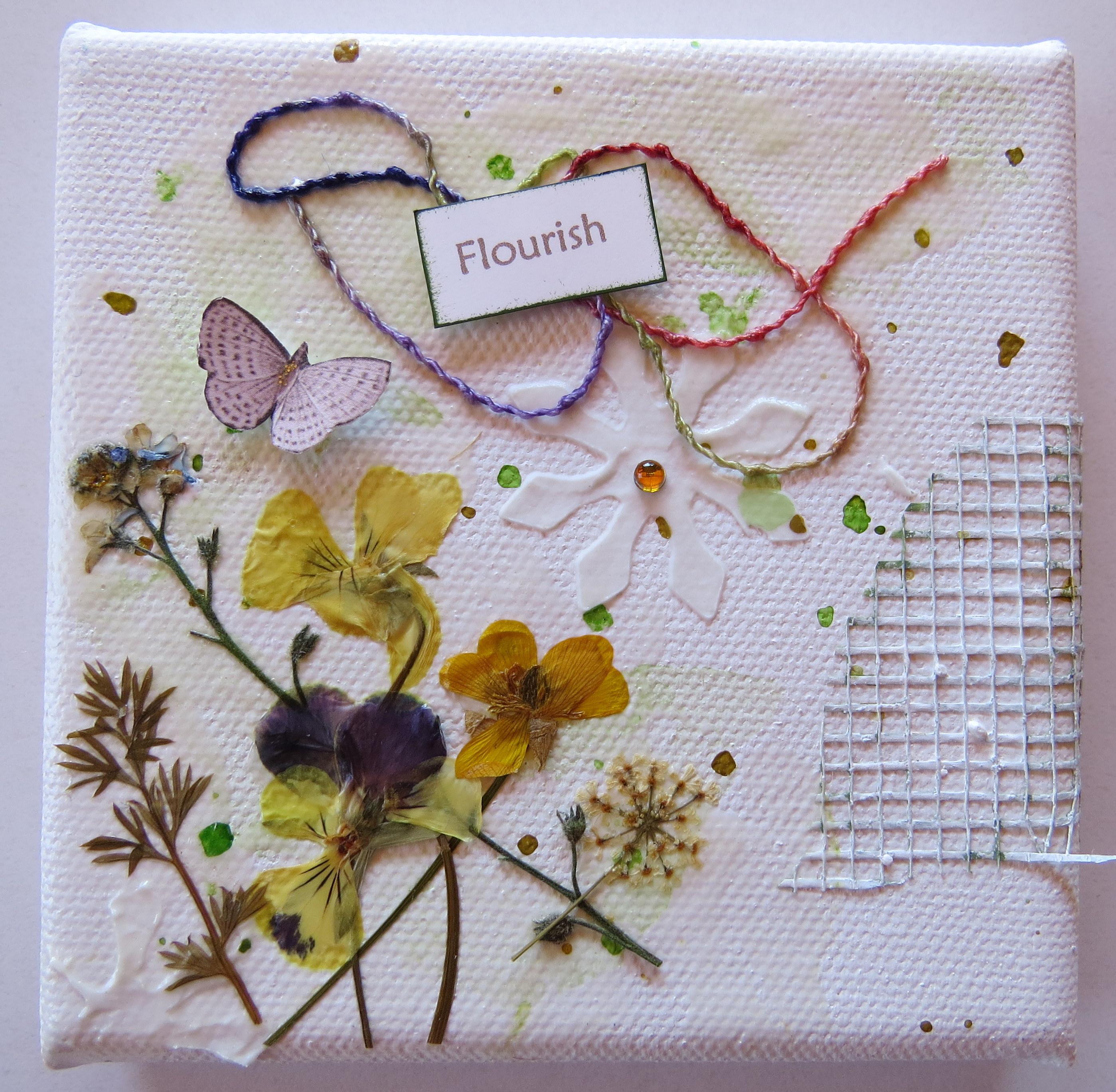 How to scrapbook dried flowers - Mini Canvases3